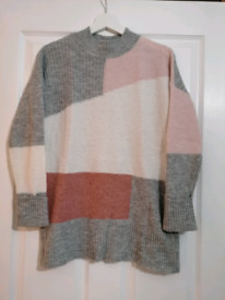 New Look grey & pink jumper - size small