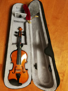 1/4 size Violin with case, bow, rosin and should rest(Can swap)
