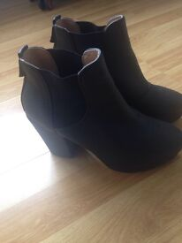 Black boots in vgc size 4