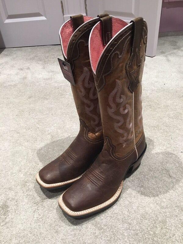 b738c3c06a5 Ariat Crossfire Caliente- authentic cowboy boots