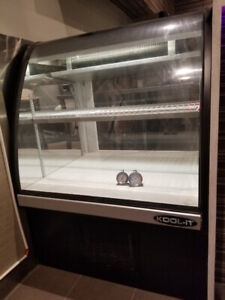 "35"" Countertop refrigerated Display"