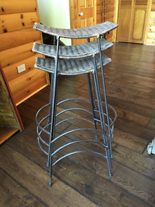 BAR STOOLS/KITCHEN ISLAND STOOLS