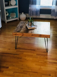 Wood coffee table with black hairpin legs