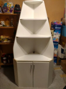 A WHITE CORNER UNIT WITH SHELVES FOR QUICK SALE $20
