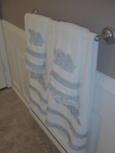 LUXURIOUS TOWEL SET