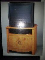Meuble en bois neuf dans la boîte scellée