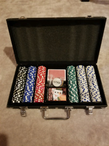 FOR SALE 300 PIECE POKER SET AND CASE $20