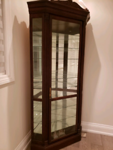 Display cabinet/hutch/corner curio
