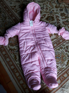 Baby girl 6-9 months new with tags winter snowsuit