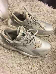 Women's Nike Air Huarache Size 7.5