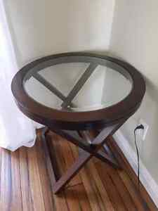 Round side table *PICK UP ONLY*