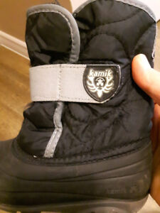 Kamik boys winter boot size 10/ 4-5 yrs old