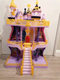 My little Pony Castle with moving throne