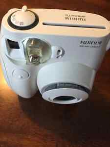 FUJIFILM INSTAX MINI POLAROID CAMERA- PERFECT CONDITION Cambridge Kitchener Area image 2