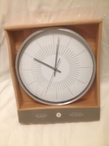 "President Choice 12"" Diameter Aluminum Pace Wall Clock"
