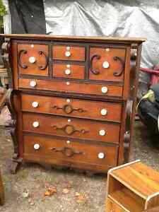 CHEST OF DRAWERS/ DRESSER...ANTIQUE...BEAUTIFUL!