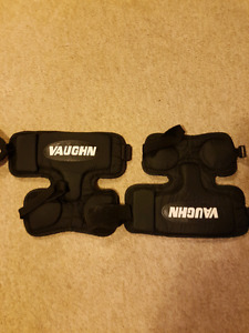 Vaughn senior knee pads (goalie)