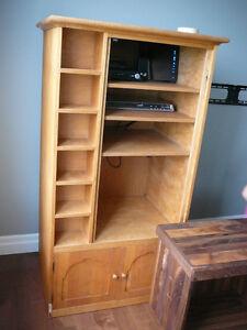 Deux meubles de TV en bois, merisier Massif A DONNER
