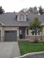 UPSCALE  ANCASTER T/H  BACKING ONTO BEAUTIFUL RAVINE