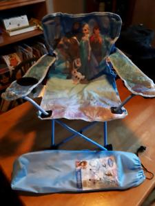 Chaise pliante Disney Princesse / La Reine des neiges idéale pou