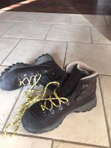 Womens Vasque Eriksson GTX hiking boots. Only worn twice