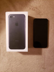 Iphone 7 32g jet black à vendre !!! 450$ négociable.