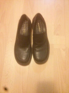 Women's sz 4 naturalizer loafers