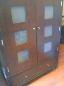 Armoire / entertainment stand