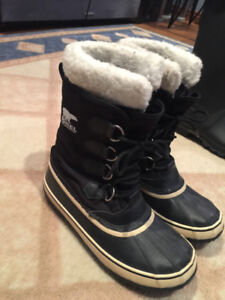 Woman's Sorel Winter Boots (Size 8)