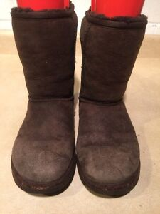 Women's UGG Classic Short Boots Size 7 London Ontario image 6