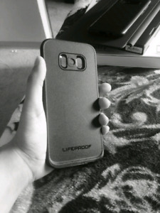 Like new Life proof case S8+