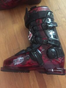 REDUCED Mens ski boot
