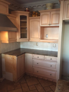 Kitchen cupboards - Solid Wood & Granite Counter Tops