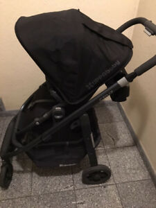UPPABABY Cruz in black with black frame