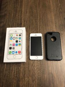IPHONE 5S 16GB BLANC EN BON ÉTAT!! DEVERROUILLÉ/UNLOCK