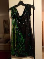 GUESS beautiful sequinned dress BRAND NEW Size 4 grandeur 4