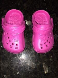 Pink toddler Dawgs - size 4