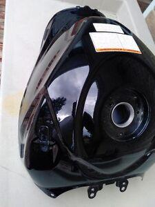 SUZUKI GSXR1000 BLACK GAS/FUEL TANK CLEAN INSIDE Windsor Region Ontario image 9