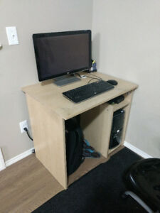 Desktop Computer (HP-i7)+Chair+Desk for Sale (Moving out Sale)