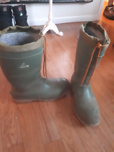 Size 11 insulated rubber boots