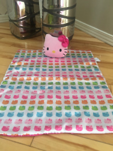 Hello Kitty Couverture/blanket et coussin/pillow toutou/stuffed