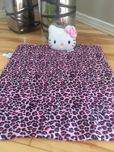 Hello Kitty couverture/Blanket et oreiller/pillow toutou/stuffed