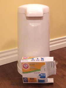 Arm and Hammer Diaper Pail with 8 Refills