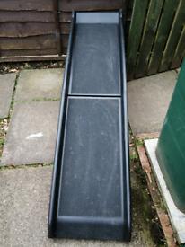 Bi fold dog ramp