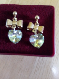 LADIES NEW, G /P CRYSTAL HEART AND BOW DROP EARRINGS