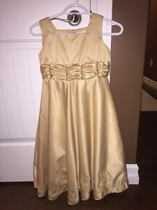 Size 8 beautiful Christmas dress worn once