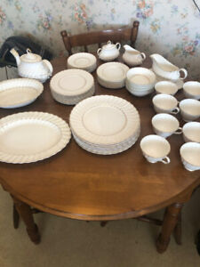 Royal Doulton Dinner Set - Adrian Pattern - 8 Settings