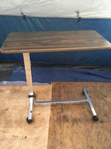 ADJUSTABLE SIDE TABLE ON WHEELS