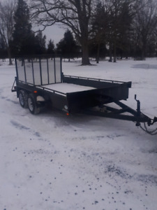 Heavy duty tandem axle landscape trailer with ramp