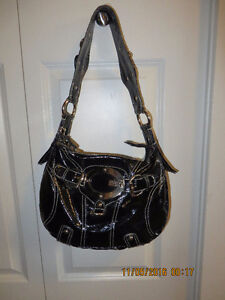 guess purses black color in excellent condition